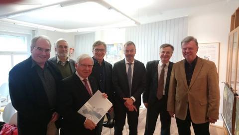 Ewald Grothe (dritter von rechts) mit Mitgliedern des Vorstandes und des Wissenschaftlichen Rates der Brüder Grimm-Gesellschaft