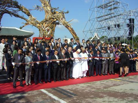 Eröffnungszeremonie des Jikji-Festival in Cheoangju. Der Geschäftsführer der Brüder Grimm-Gesellschaft, Dr. Bernhard Lauer, ist unten der 6. von links.