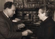 Der Kasseler Buchhändlers Karl Vötterle mit Lotte Grimms Urenkelin Eleonora, gen. Nora, Hassenpflug
